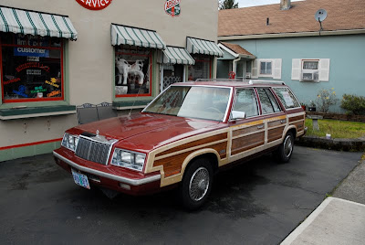 OLD PARKED CARS.: 1986 Chrysler Town & Country Turbo Wagon. 1986 Chrysler Lebaron Town And Country