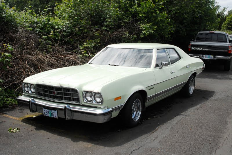 1973+Ford+Gran+Torino+4+Door+Sedan+3.jpg