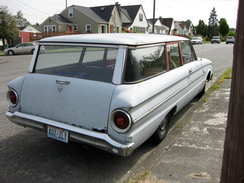 OLD PARKED CARS.: 1962 Ford Falcon Wagon.