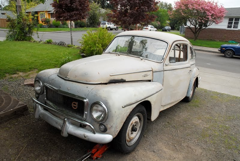 OLD PARKED CARS.: 1960 Volvo PV544.