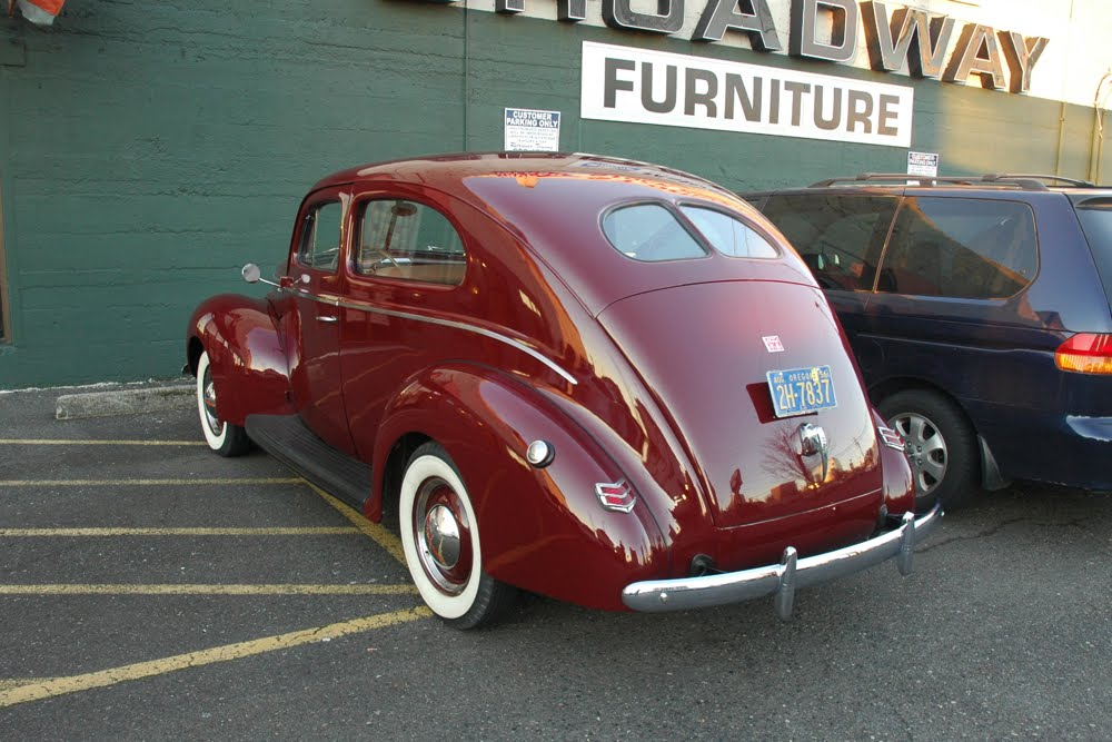 Old parked cars 1940 ford deluxe sedan for 1940 ford deluxe 4 door sedan