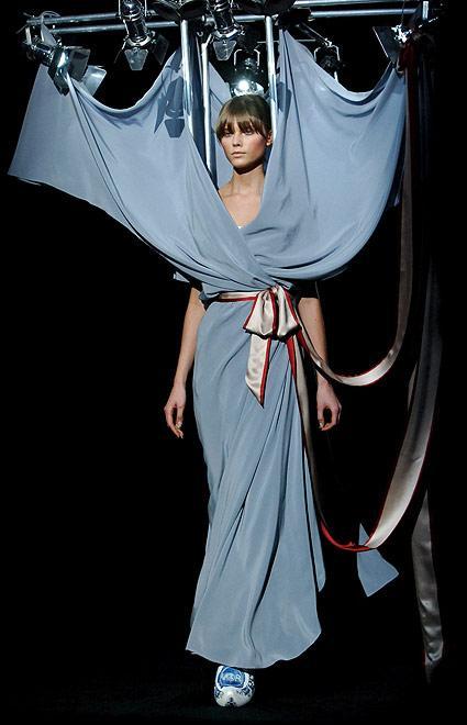 http://2.bp.blogspot.com/_Miv3T60Zq1M/S8p85Ky1vHI/AAAAAAAAL2w/1SYduOUYG3E/s1600/weird-fashion13.jpg