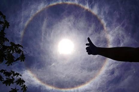 http://2.bp.blogspot.com/_Miv3T60Zq1M/S9msV0DTkTI/AAAAAAAANVw/6NxYvVHLEJQ/s1600/fenomena+cahaya+%288%29.jpg