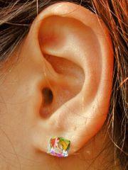 http://2.bp.blogspot.com/_Mmzg3isUGX4/TNmK0ACyaTI/AAAAAAAACY8/1EKhx4jUANY/s400/Pierced_earlobe.jpg