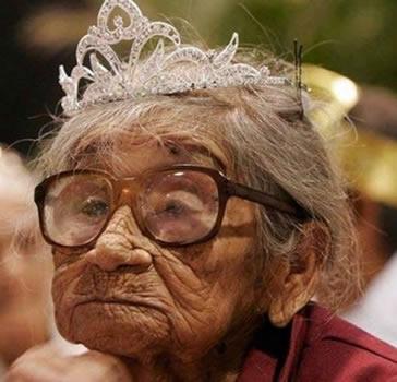old lady crown