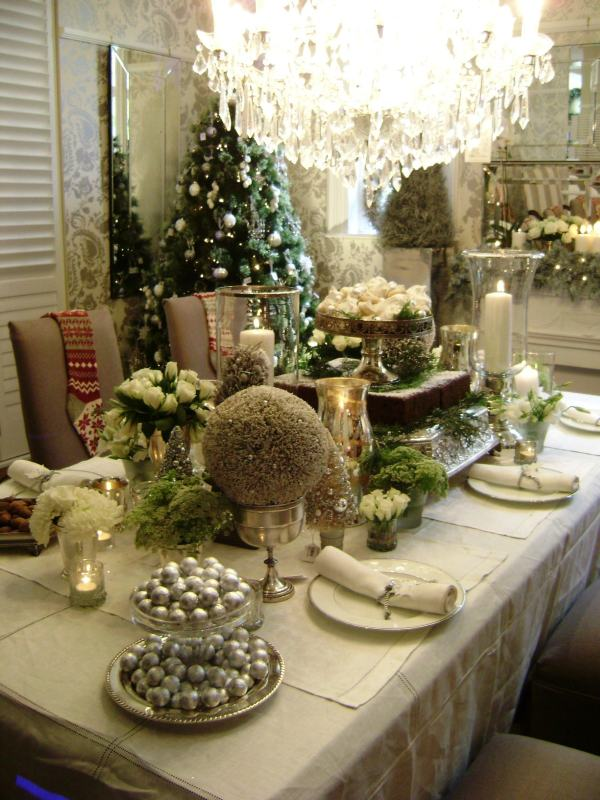 Just another girl 39 s blog fun and unusual christmas table for Odd decorations for home