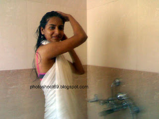 DESI+COLLEGE+GIRL+(2) Desi College Girl Bathing Photo   Sizzling Photoshoot