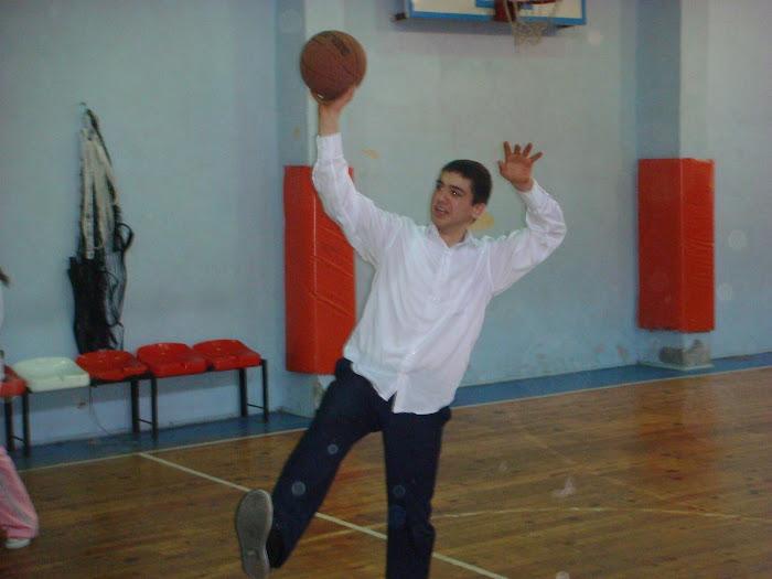bi insan bu kadar mı güzel oynar basketbolu:D