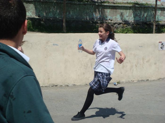 Gülşah Buse'yi ıslatmak için koşuştururkene:D