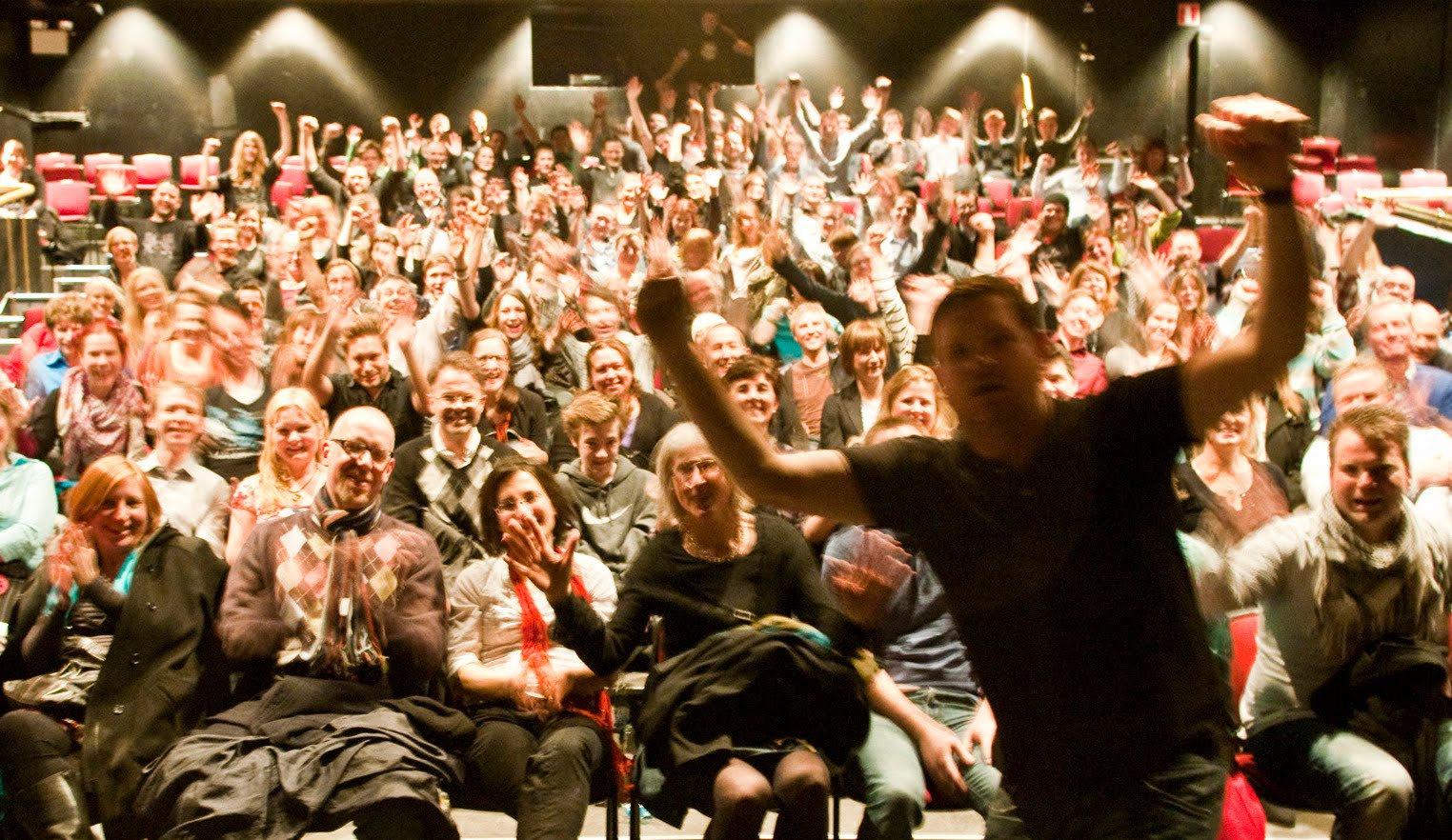 Wonderful Audience Applause 1524 x 882 · 288 kB · jpeg