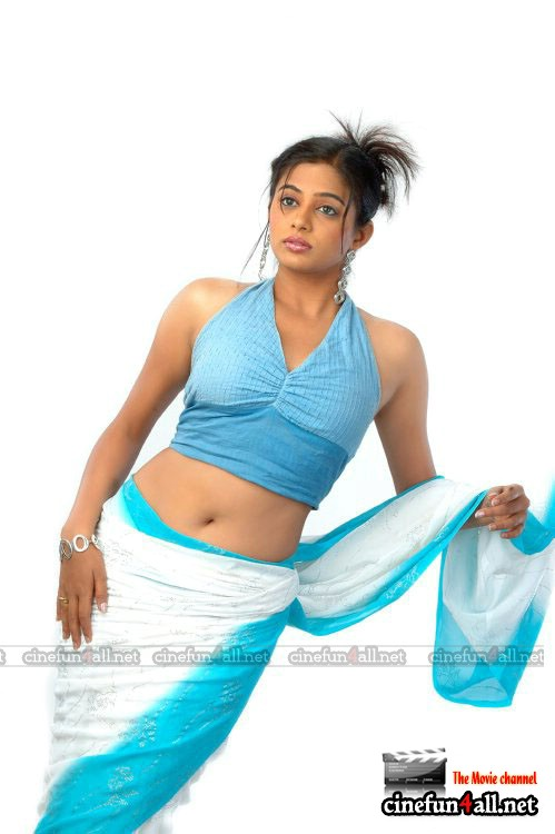 Priyamani Hot Thigh And Cleavage Show Gallery Updated