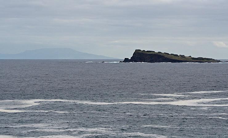 Ao longe a ilha terceira