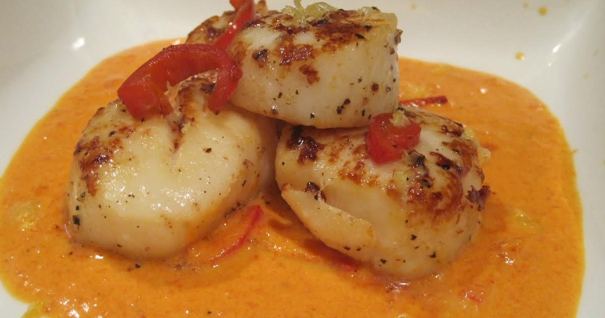 CURIOUS EATS: Pan Seared Scallops in a Red Pepper Cream Sauce