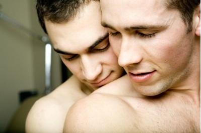 http://2.bp.blogspot.com/_MzfiZR5yWmI/TRXCiL6sliI/AAAAAAAAAko/uwFaqb5SFq0/s1600/gay-couple.jpg