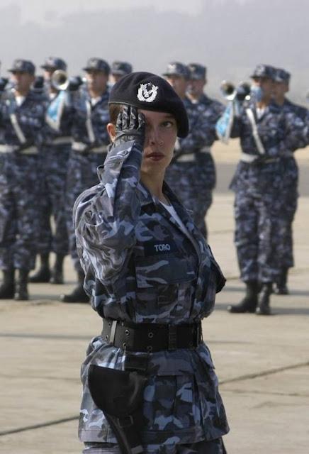 Những nữ cảnh sát dũng cảm xinh đẹp của các nước World%27s+Most+Bravest+Uniformed+Ladies+08