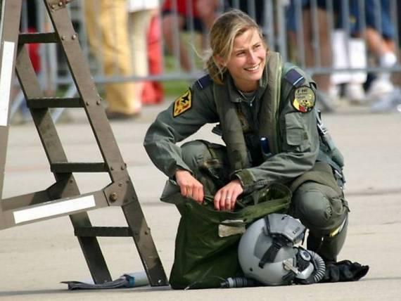 Những nữ cảnh sát dũng cảm xinh đẹp của các nước World%27s+Most+Bravest+Uniformed+Ladies+05