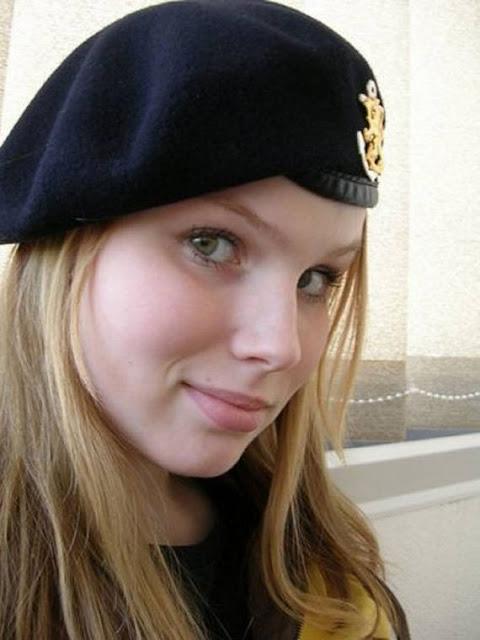 Những nữ cảnh sát dũng cảm xinh đẹp của các nước World%27s+Most+Bravest+Uniformed+Ladies+13