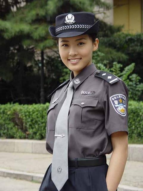 Những nữ cảnh sát dũng cảm xinh đẹp của các nước World%27s+Most+Bravest+Uniformed+Ladies+09
