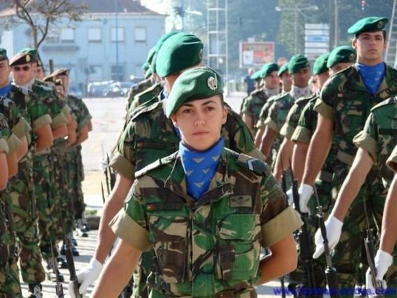 Những nữ cảnh sát dũng cảm xinh đẹp của các nước World%27s+Most+Bravest+Uniformed+Ladies+35