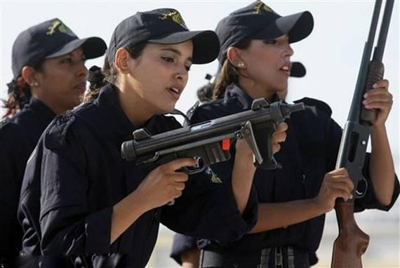 Những nữ cảnh sát dũng cảm xinh đẹp của các nước World%27s+Most+Bravest+Uniformed+Ladies+01