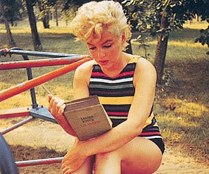 Marilyn Monroe reading James Joyce's 'Ulysses'