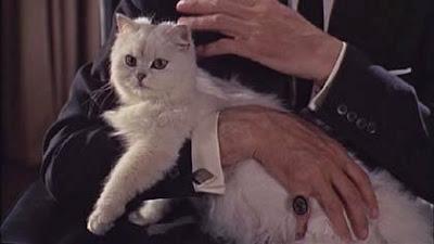 Las manos de Blofeld