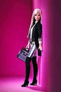 http://2.bp.blogspot.com/_N0ZJ-_Fyyf4/SYcy_RITApI/AAAAAAAAAU4/Gh0uwjpfE6o/s320/Barbie_2007MAC_V_7jan09_PR_320x480.jpg