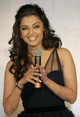 Aishwarya Rai Bachchan - Page 2 Aishwarya_Rai_Bachchan_Launch_LonginesHydroConquestwatches_Kolkata1