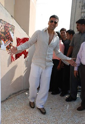 Akshay Kumar Chandni Chowk to China promo Gucci loafers slip on sneakers