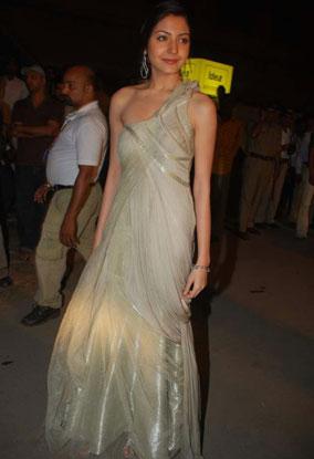 Anushka Sharma Gaurav Gupta gown filmfare awards