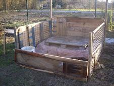 Compostero de huerta con materiales reciclados