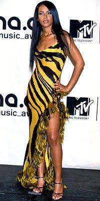 aaliyah vma-roberto cavalli-fashionablyfly.blogspot.com