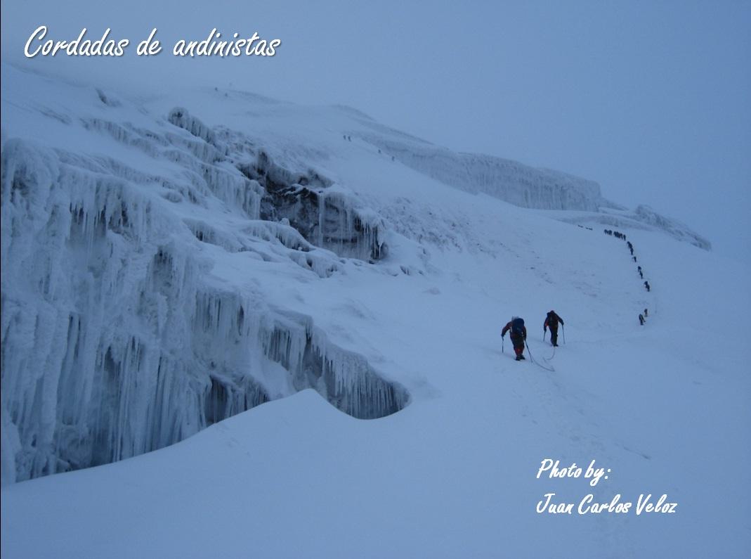 JUAN CARLOS VELOZ P.: Cumbre del COTOPAXI y prácticas en glaciar con