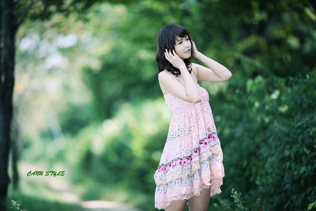Kang Yui in a pink dress