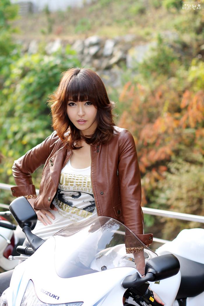 Yui Suzuki Singer