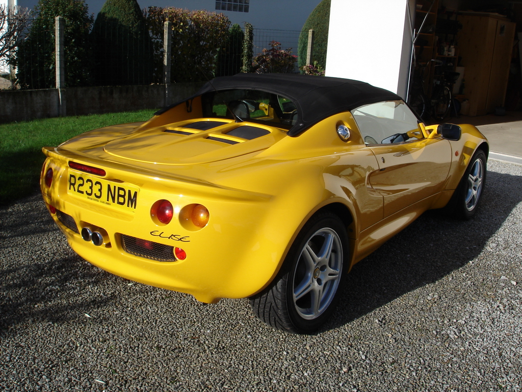 OWNER 3: 1999 Lotus Elise review from UK and Ireland
