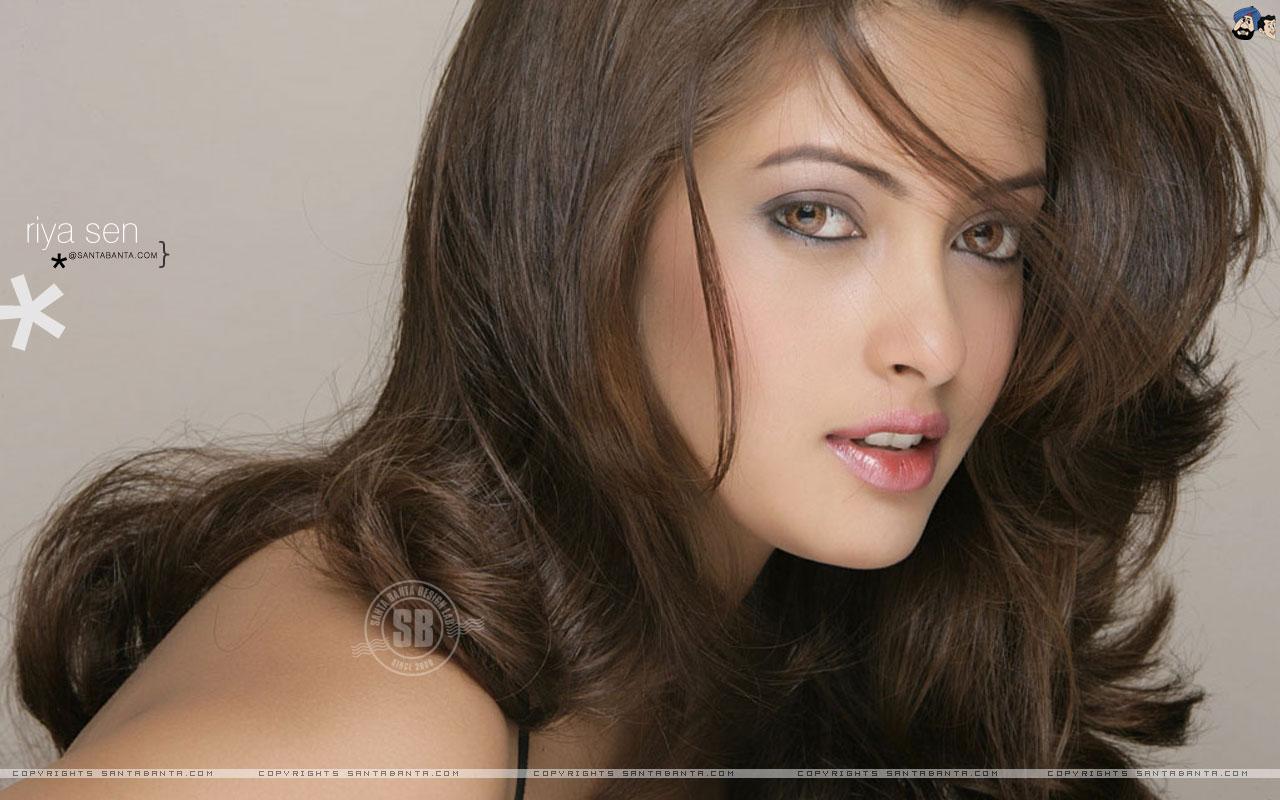 Bikini Girls: Hot Riya Sen Sexy Pics & Wallpapers