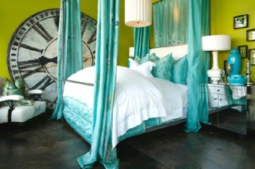 Turquoise walls bedroom home decorating ideas for Aqua bedroom ideas