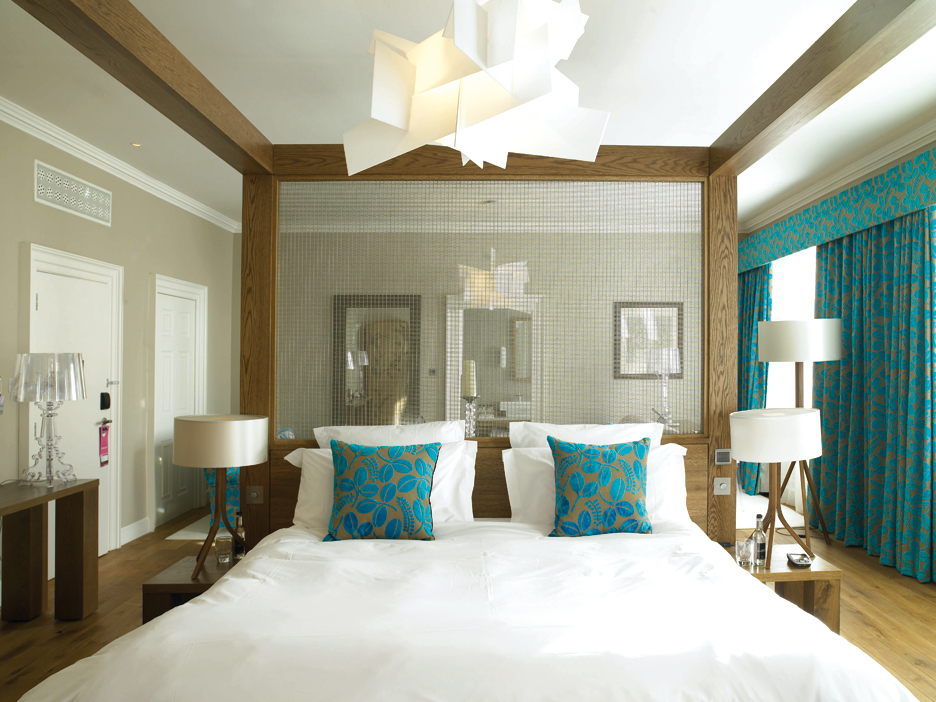 Autumn winter 2011 interior design colours 2 teal for Aquamarine bedroom ideas