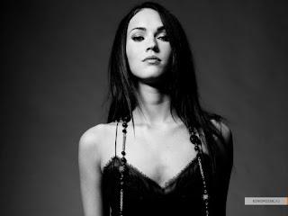 †:::† Vampires Will Never Hurt You †:::†[mcr/ Terminado] - Página 2 Megan-fox-black-and-white-7542