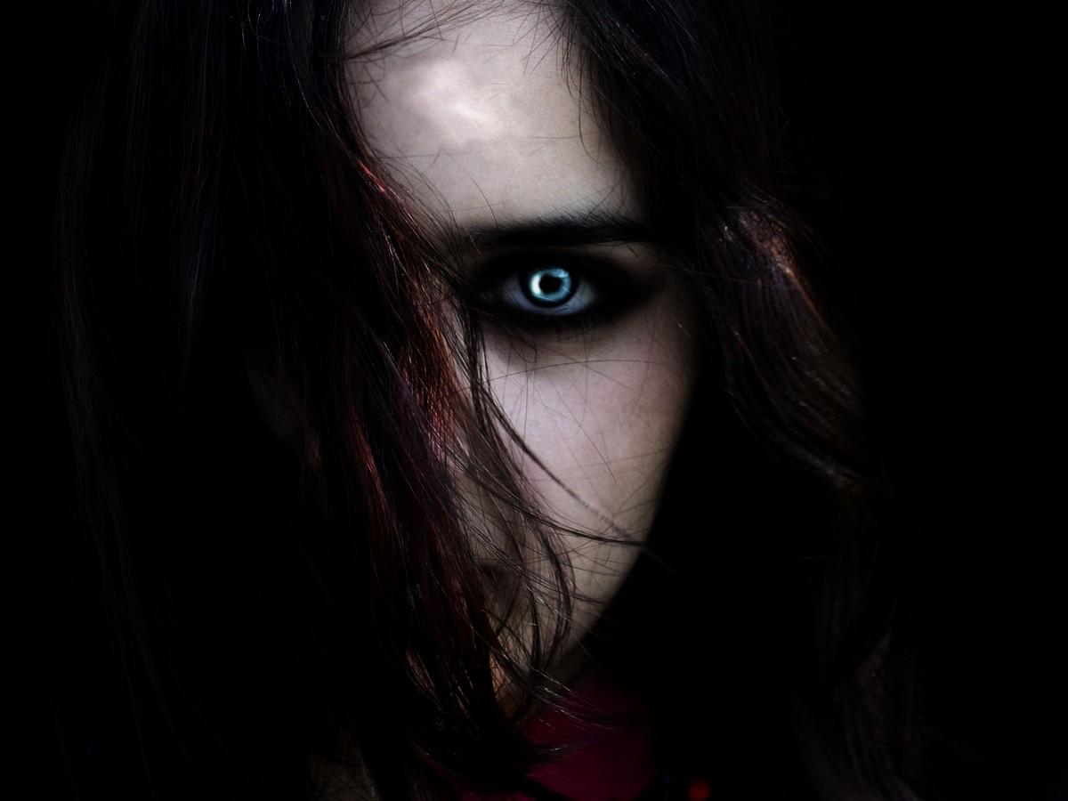 http://2.bp.blogspot.com/_N8rQRcs-DzM/TL_vSxZqDaI/AAAAAAAAAgY/T-UO-UTrwas/s1600/z-Evil-Eye-246304.jpeg