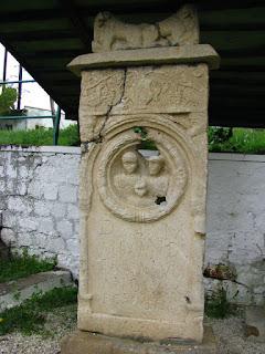 Piatra funerara din epoca romana