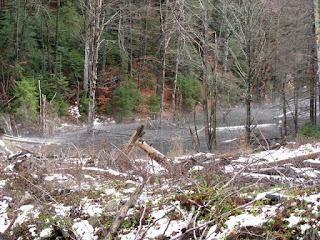 Alunecare de teren, lac de baraj natural