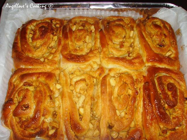 ... канела / Caramel Apple Cinnamon Rolls with Raisins and Walnuts
