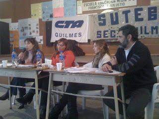 Verónica Cruz (SUTEBA), Maggi Panno y Rosario Hasperué en el Panel coordinados por Walter Ormazábal (SUTEBA)