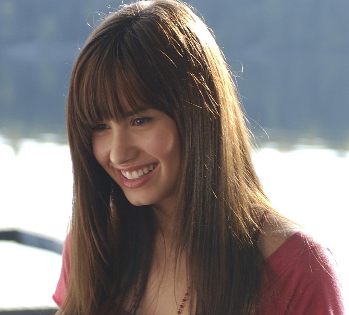 http://2.bp.blogspot.com/_ND8mN1q9FUw/S68c91C1LUI/AAAAAAAAADQ/JM_iG0wavUY/s1600/Demi_Lovato.jpg