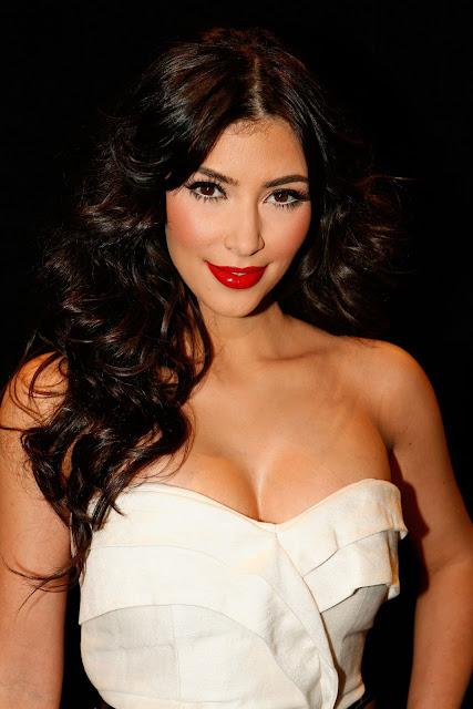 http://2.bp.blogspot.com/_ND920tPjWkA/SaHYFd49LwI/AAAAAAAAXuM/-jWoTpPj5GY/s400/kim+kardashian+fashion+week+fashion.jpg