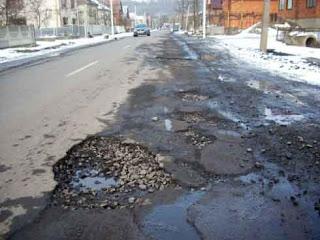 todos os dias os ucranianos experimentam a condição ruim das estradas