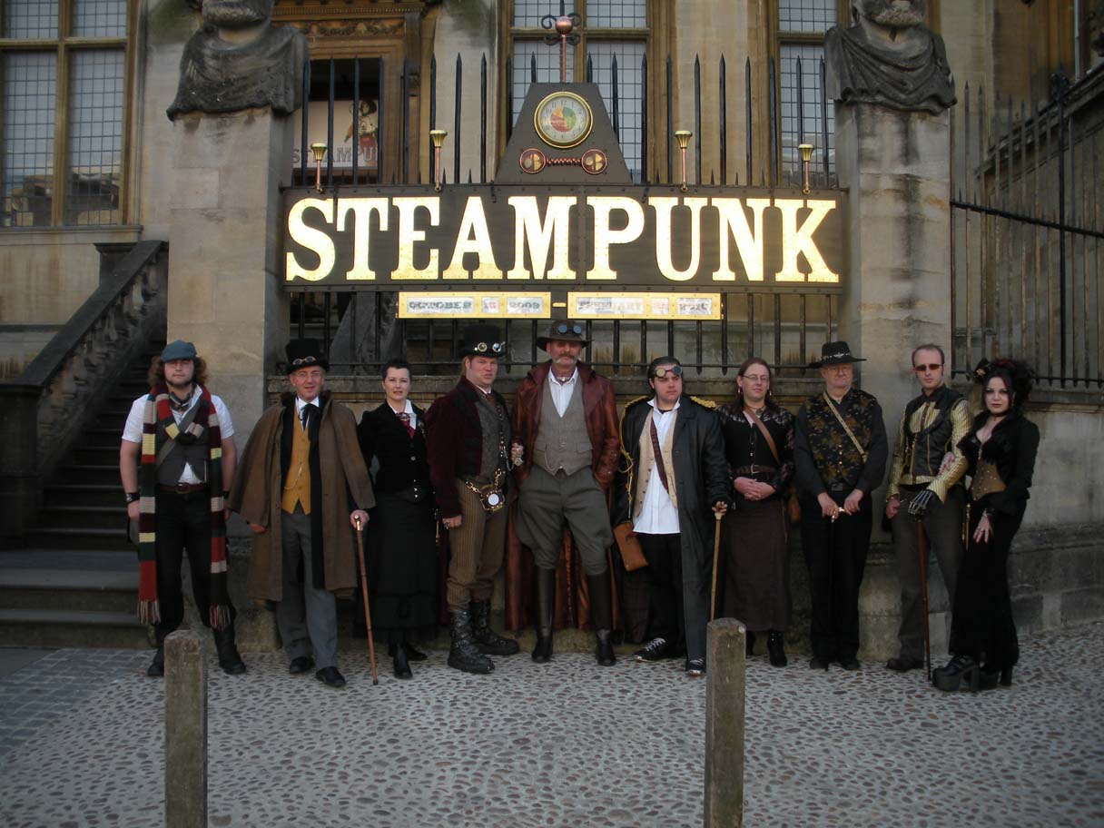 [Oxford+Steampunk+rowd.JPG]