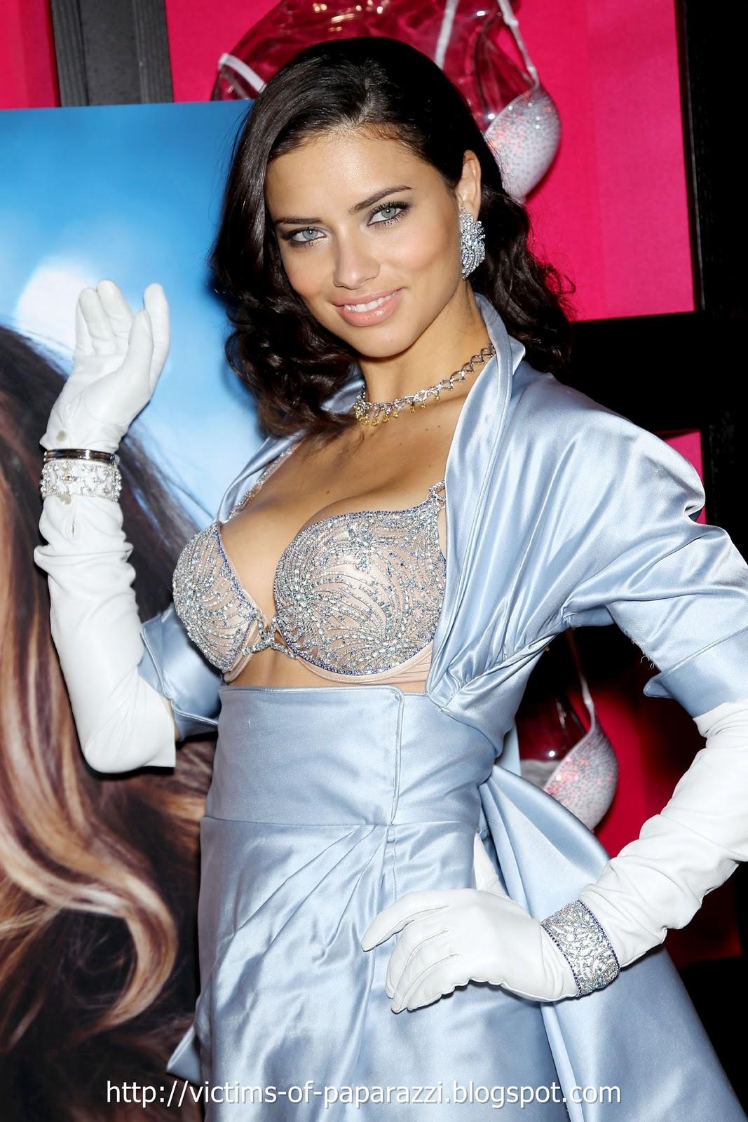 http://2.bp.blogspot.com/_NFcDSk31Yq8/TM-V5iYhb0I/AAAAAAAAATg/M7k2m1HmfA4/s1600/Adriana+Lima+bra+2.jpg